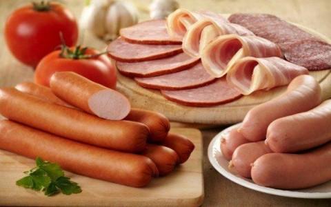 Comer carne procesada aumenta el riesgo de cáncer según la OMS